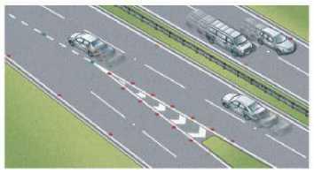 Светоотражающие шпильки отмечают полосы движения и края автомагистрали