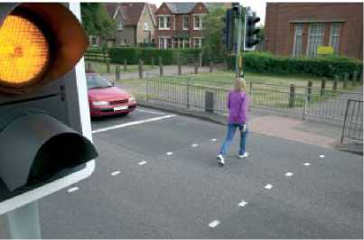 Дайте пешеходам перейти улицу если мигает жёлтый свет